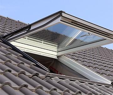 otwarte okno dachowe